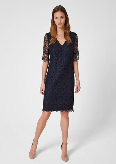 Kleid aus ornamentaler Spitze
