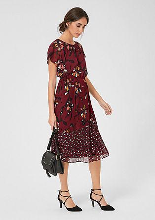 vzorované plisované šaty