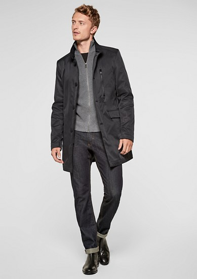 Mantel met opstaande kraag, in een zijdematte look