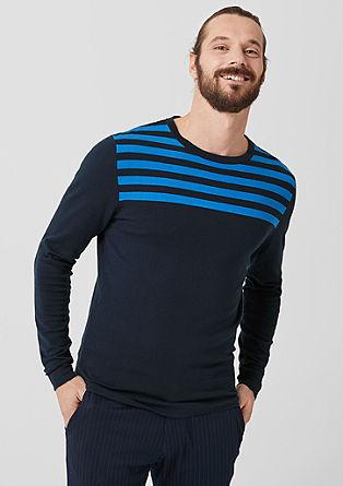 Tanko pleten pulover s črtami