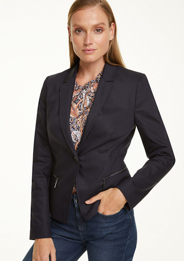 Blazer in an elegant look from comma