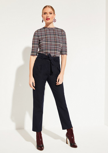 high-cut 7/8-length trousers with a fabric belt from comma