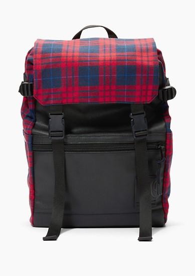 prostorný ruksak s madrasovým kárem