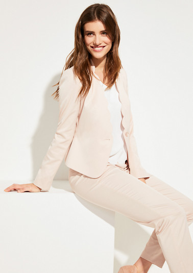 Cropped blazer with wavy edges from comma