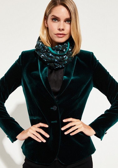Delicate snood with a decorative pattern from comma