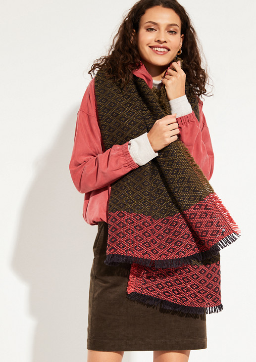 Knit scarf with an exciting pattern from comma