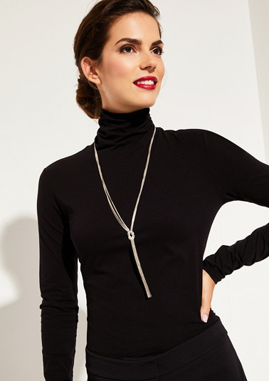 Fünffach gelegte Halskette mit Zierknoten