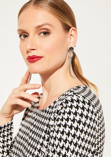Stud earrings with long metal fringes from comma