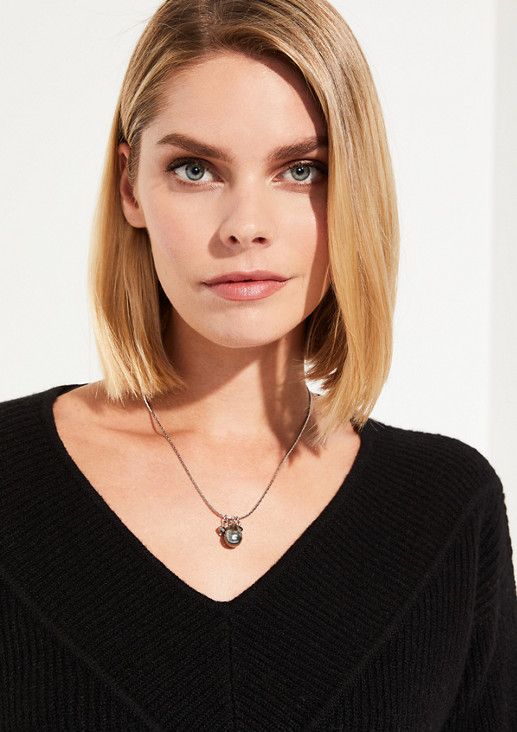 Necklace with a ball pendant from comma