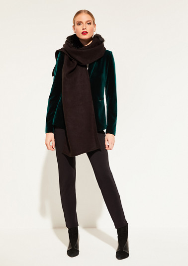 Scarf with a hood that's embellished with faux fur from comma