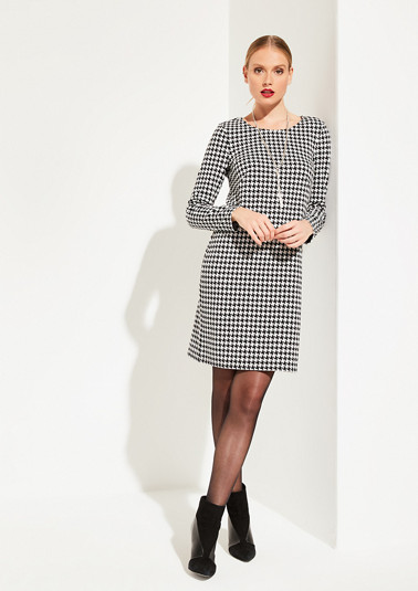 Dress with a classic houndstooth pattern from comma