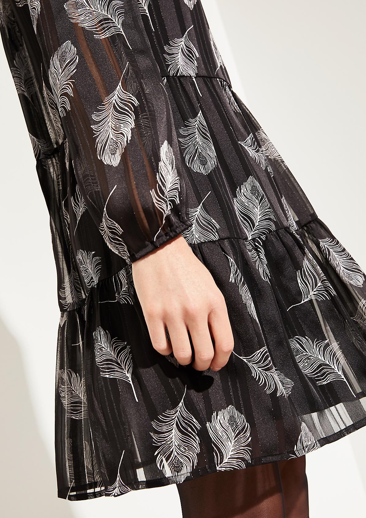 Zartes Kleid im Mustermix