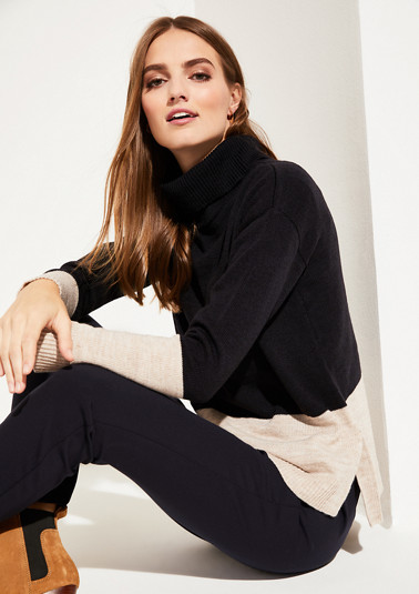 Two-tone knitted jumper with a high turn-down collar from comma
