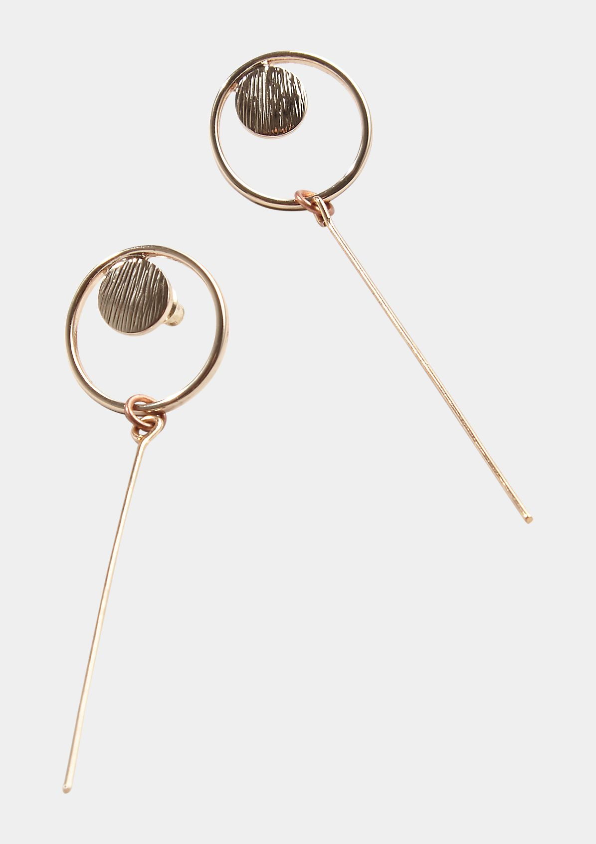 Round stud earrings with bar pendants from comma