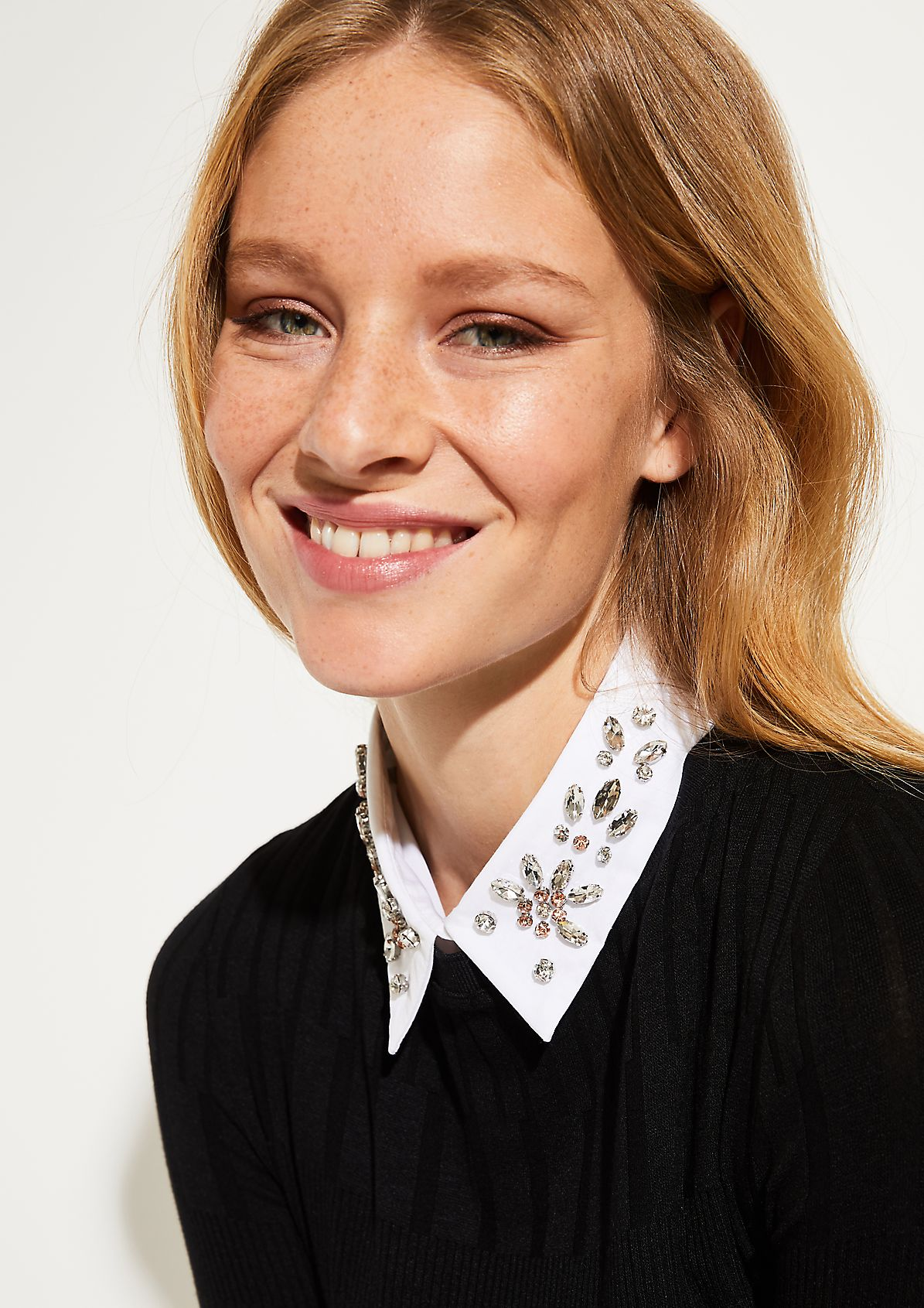Insert collar with sparkling gemstone embellishments from comma
