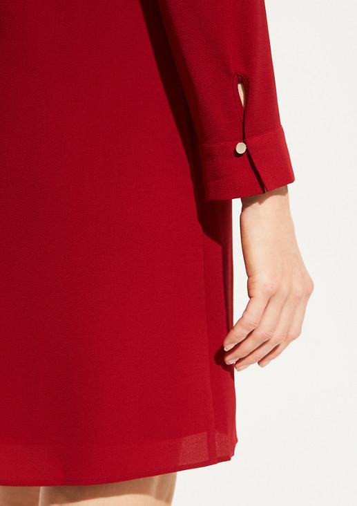 Elegantes Kreppkleid mit raffinierten Details