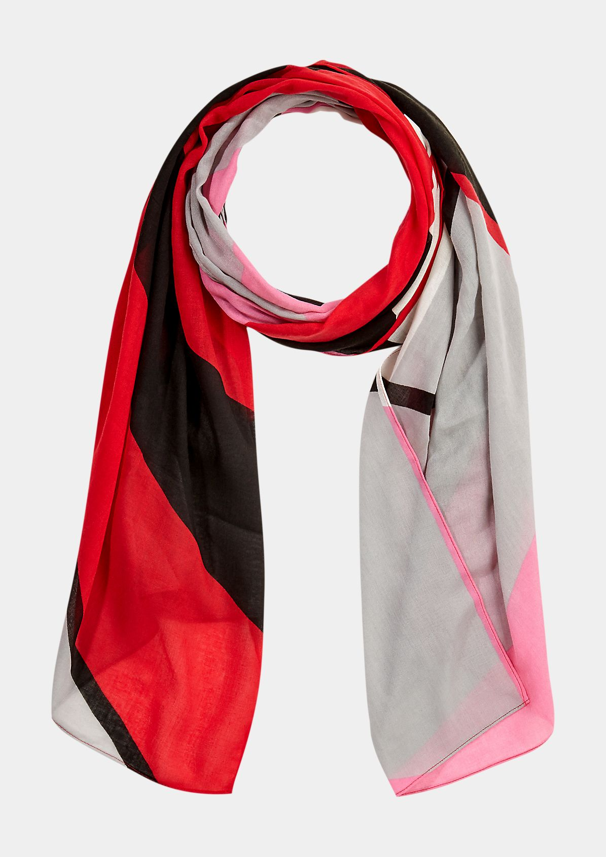 Scarf with a fashionable all-over print from comma