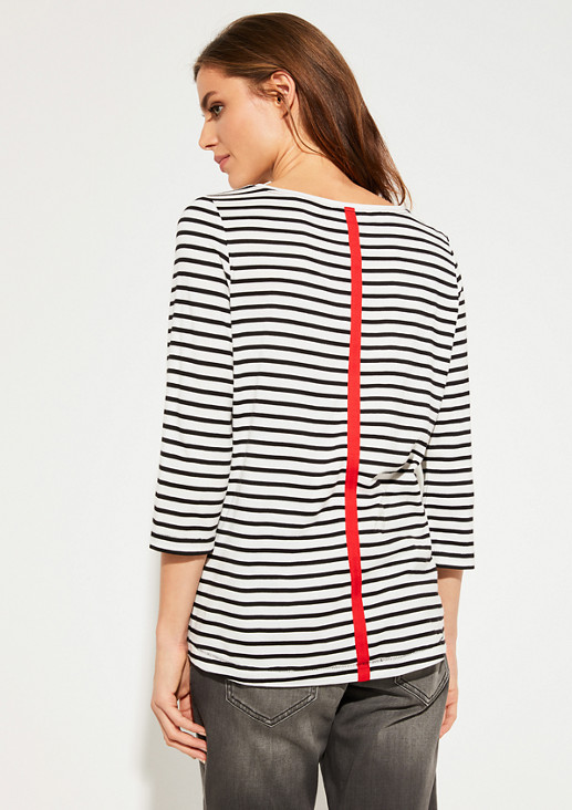 Top with a striped pattern from comma