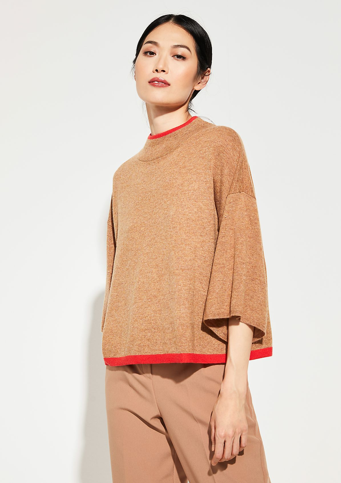 Poncho with contrast details from comma
