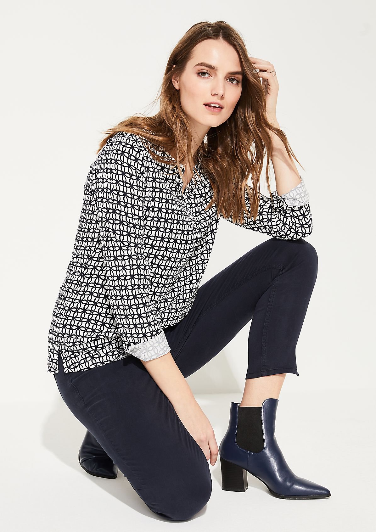 Viscose blouse with a notch neckline from comma