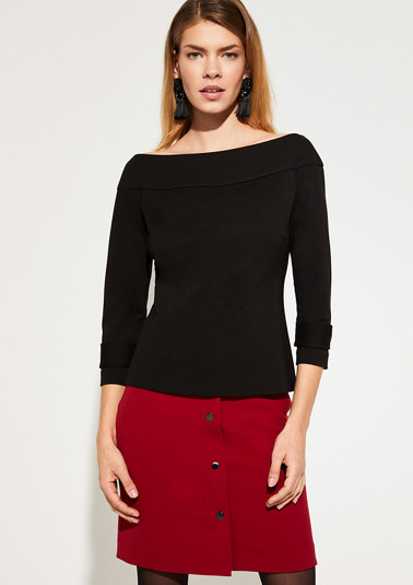 Elegant top with a scoop neckline from comma