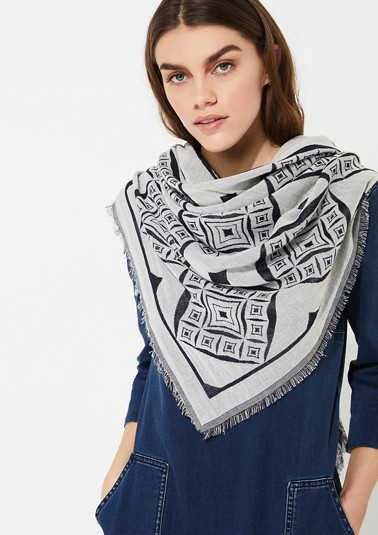 Jacquard scarf with a geometric pattern from comma