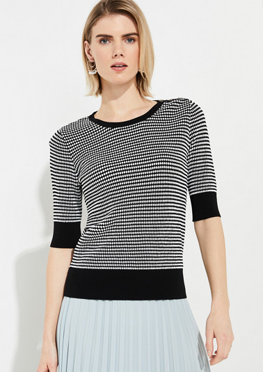 Short sleeve T-shirt with a honeycomb pattern from comma