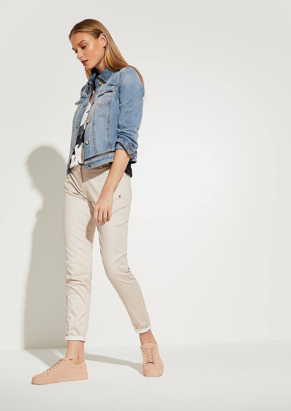 Jeansjacke mit Schmuck-Detail