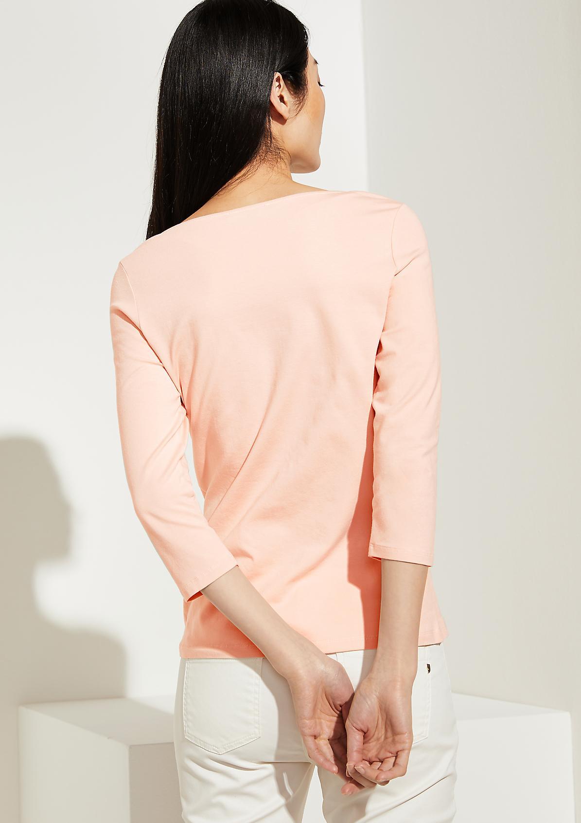 Shirt mit Bogenkanten-Ausschnitt