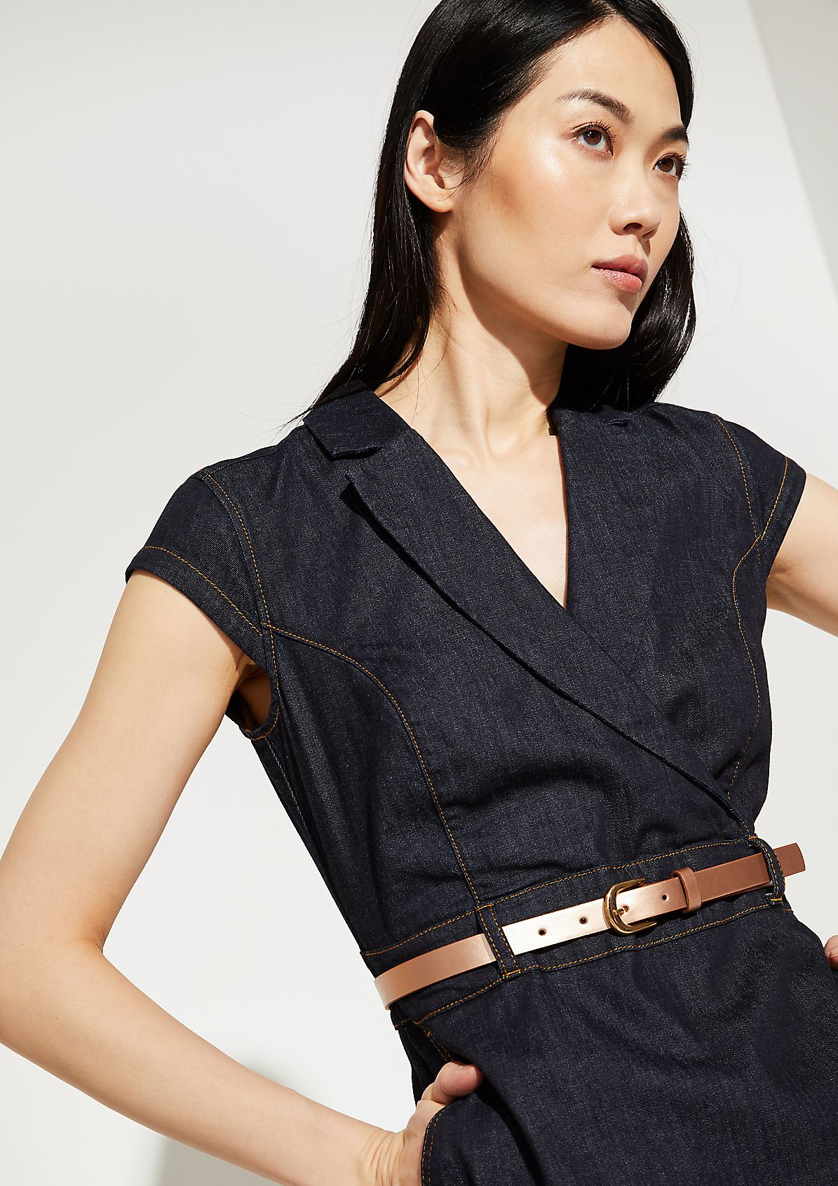 Denim dress with a metallic belt from comma