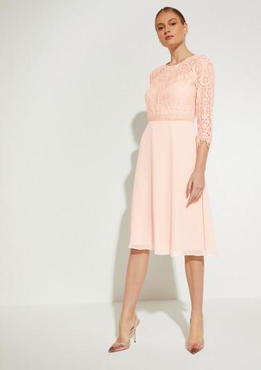 Kleid aus Chiffon uns Spitze