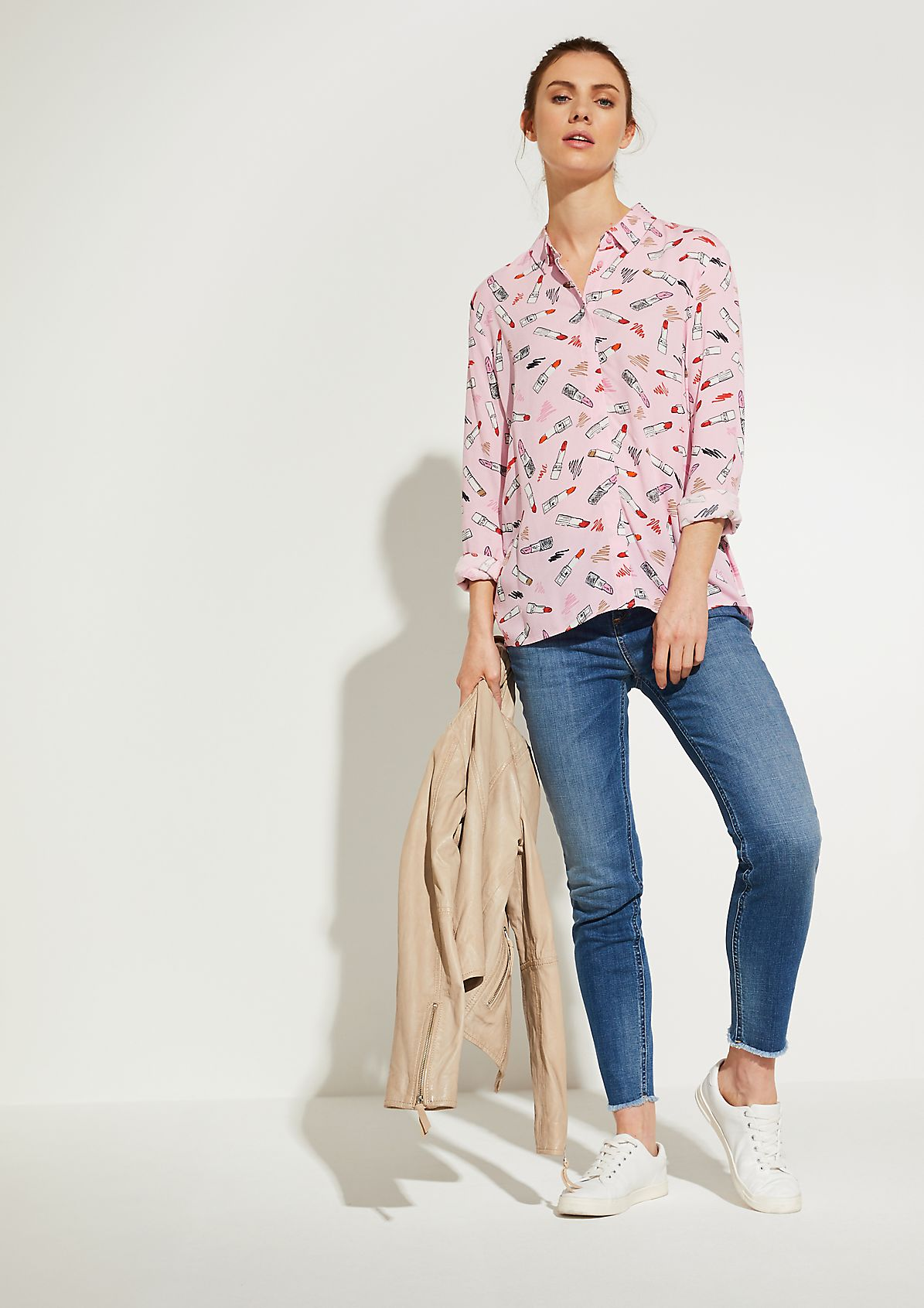 Crêpe blouse with an all-over print from comma