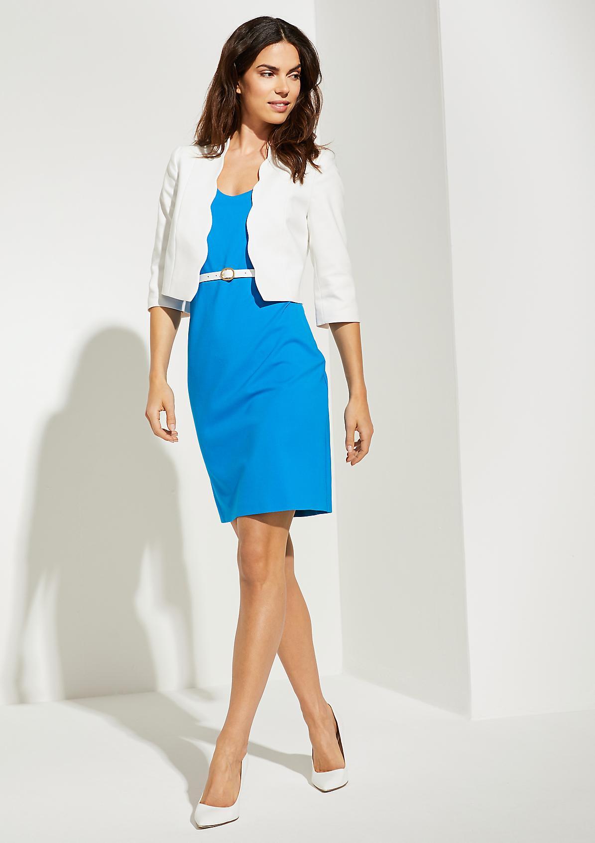 Jerseykleid mit weißem Gürtel