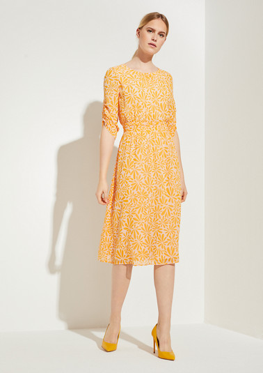 Crêpe dress with pushed-up sleeves from comma