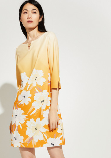 Floral dress with a decorative detail from comma