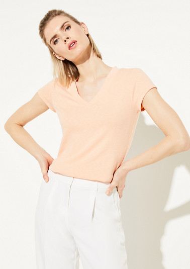 T-shirt with a V-neckline from comma