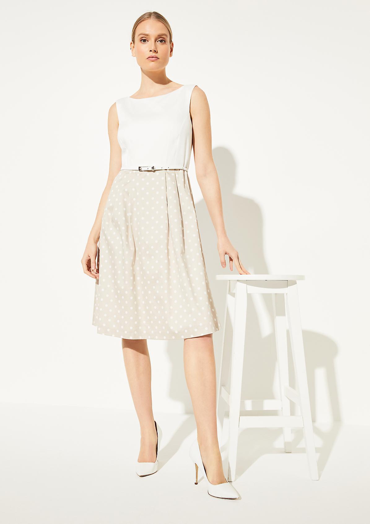 Kleid mit ausgestelltem Rock