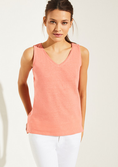 Basic top made of a cotton/linen blend from comma