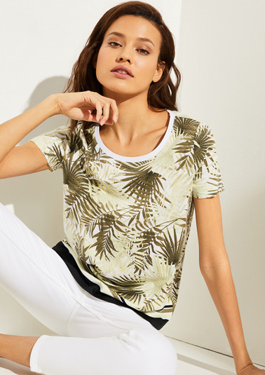 T-shirt with a round neckline from comma