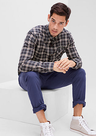 Regular: Karirasta srajca z natisnjenim napisom
