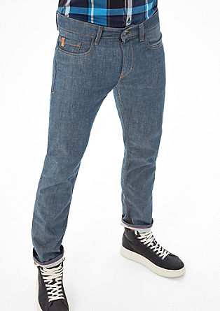 Close Slim: jeans without a washed finish from s.Oliver