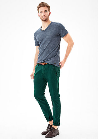 Sneck Slim: coloured chinos with a belt from s.Oliver