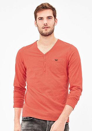 Majica v slogu Henley, barvana s postopkom pigmentiranja