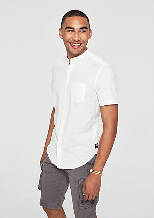 Slim: strukturovaná košile se stojáčkem