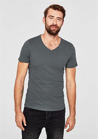 Slim: Basic-Shirt mit V-Neck