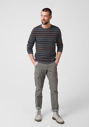 Pruhovaný pulovr z jemné pleteniny