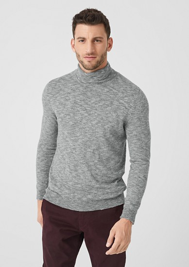 Leichter Pullover mit Turtleneck