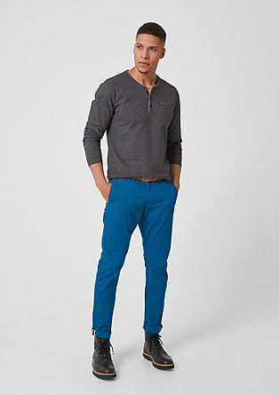 Sneck Slim: chinos with a belt from s.Oliver