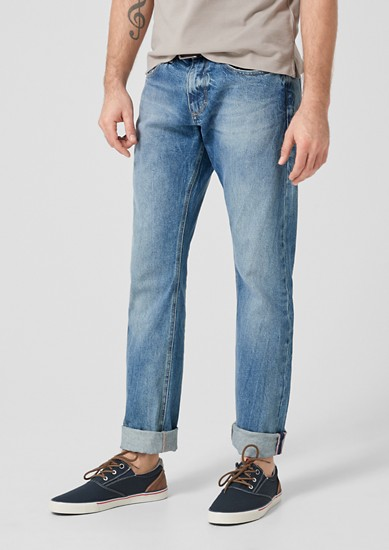 Close Slim:jeans with a belt from s.Oliver