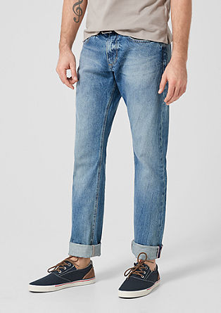 Close Slim: Denim mit Gürtel
